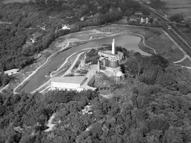 westerveld-begraafplaats-crematorium- Luchtfoto vijver op achtergrond
